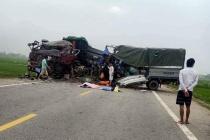 Nghệ An: Xe tải tông xe đầu kéo, 2 người tử vong