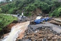 Nhiều tuyến đường ách tắc, sạt lở nghiêm trọng do mưa lớn tại Lào Cai
