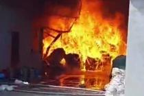 Bình Dương: Cháy dữ dội tại công ty nệm mút rộng 3.000m2