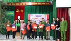 """Hà Tĩnh: """"Xuân Yêu Thương – Tết chia sẻ"""" đến với hàng chục hộ nghèo xã Thạch Trung"""