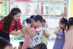 """Tâm sự ngày 20/11: Không chỉ dạy chữ, thầy cô còn là các """"chuyên gia dinh dưỡng""""!"""