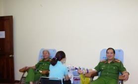 Cán bộ, chiến sĩ Văn phòng Cơ quan CSĐT và Cục Cảnh sát hình sự tham gia hiến máu tình nguyện