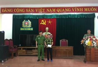 Hồng Lĩnh - Hà Tĩnh: Khen thưởng người phụ nữ trả lại hơn 15 triệu đồng nhặt được