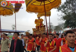 Hà Nội: Du khách chen chân về lễ hội đền Sái đầu Xuân