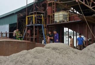 Hòa Bình: Tạm giữ tàu cuốc hút cát trái phép trên sông Đà