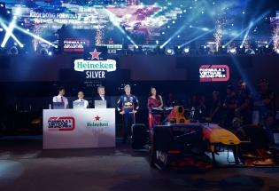Sự kiện khởi động Formula 1 Việt Nam Grand Prix thu hút hàng vạn khán giả thủ đô