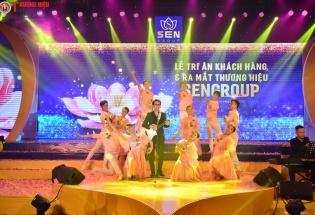 Uyên Linh một mình 'cân' 3 Divo trên một sân khấu