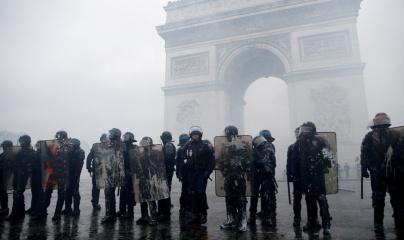 Lo sợ bạo loạn, Pháp triển khai 89.000 cảnh sát, đóng cửa tháp Eiffel