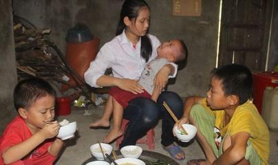 Bố mất, mẹ ung thư giai đoạn cuối, 4 đứa trẻ sống lay lắt qua ngày