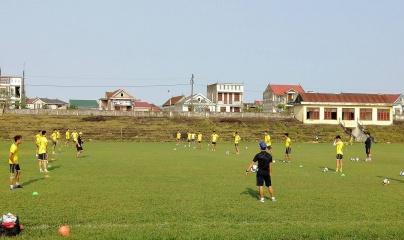 CLB Bóng đá Hồng Lĩnh Hà Tĩnh tích cực tập luyện sẵn sàng cho mùa giải mới