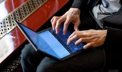Lenovo ra mắt máy tính màn hình gập đầu tiên trên thế giới