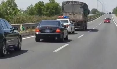 Tài xế bị phạt 2,5 triệu đồng vì không nhường đường cho xe ưu tiên
