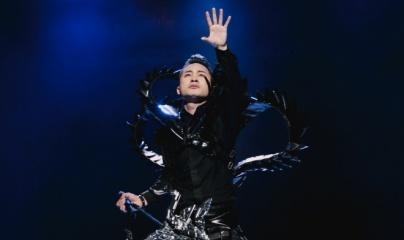 """Tùng Dương lần đầu hát rock """"Tâm hồn của đá"""" với dàn nhạc giao hưởng tại Điều còn mãi 2019"""