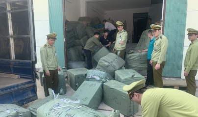 Lạng Sơn: Tạm giữ lô hàng gần 300 triệu đồng có dấu hiệu giả mạo