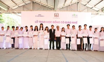 Tập đoàn Novaland trao tặng 180 suất học bổng Cô giáo Nhế tại Đồng Tháp