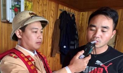 CSGT phạt hai thuyền trưởng vi phạm nồng độ cồn