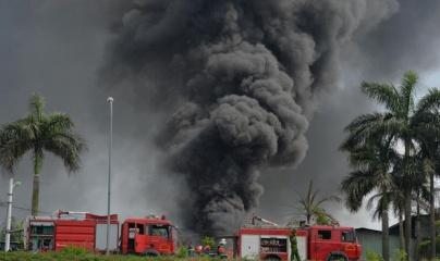 Phó Thủ tướng yêu cầu khẩn trương điều tra vụ cháy kho hóa chất ở Long Biên