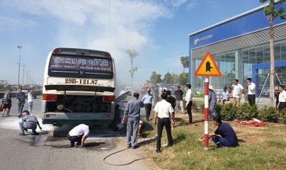 Thanh Hóa: Xe khách bốc cháy khi đang lưu thông, hàng chục hành khách hoảng hồn