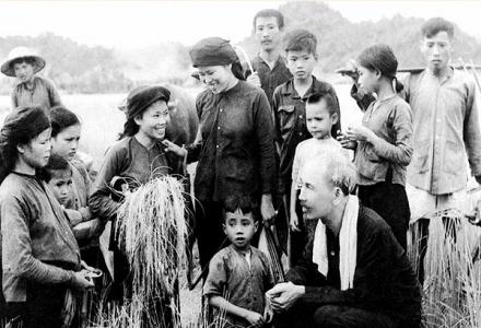 Hồ Chí Minh – tấm gương lớn về sự nêu gương