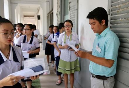 Sáng nay khoảng 302.000 thí sinh dự thi bài thi tổ hợp Khoa học Tự nhiên