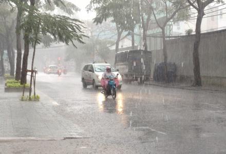 Dự báo thời tiết ngày 22/8: Bắc Bộ mưa lớn, Trung Bộ nắng nóng gay gắt