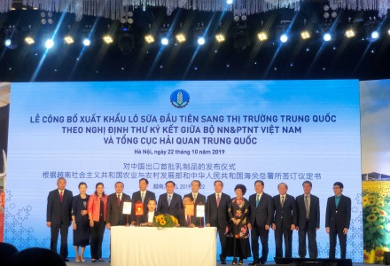 Tập đoàn TH xuất khẩu lô sản phẩm sữa đầu tiên sang Trung Quốc