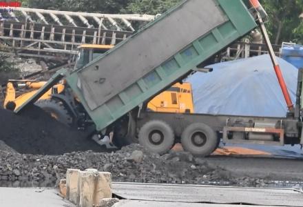 Đông Triều, Quảng Ninh: Núp bóng nhà máy gạch, vận chuyển hàng trăm tấn than, xít trái phép?