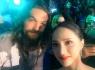 Hoa hậu Hương Giang chụp hình selfile cùng Jason Momoa trong sự kiện ra mắt Aquaman
