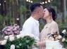 Ca sĩ Ngọc Hiền xúc động khi được chồng và bạn bè tổ chức tiệc sinh nhật