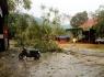 Nghệ An: Mưa đá kèm lốc xoáy khiến hơn 50 nhà dân bị tốc mái