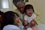 Thương em bé mồ côi mẹ, mắc bệnh hiểm nghèo