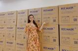 Huỳnh Vy tặng 50.000 khẩu trang cho người dân Đà Nẵng