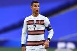 Ronaldo phải tự cách ly vì nhiễm Covid-19