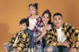 Hai con Khánh Thi - Phan Hiển mặc áo của bố mẹ trong bộ ảnh mới