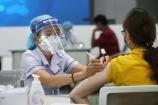"""TPHCM: Hơn 3.000 công nhân """"3 tại chỗ"""" được tiêm mũi 2 vắc-xin phòng Covid-19"""