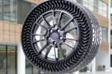 Michelin ra mắt lốp UPTIS không bơm hơi