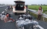 Bắt giữ cặp vợ chồng vận chuyển 14.000 gói thuốc lá lậu