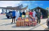 Công ty Centour cùng phóng viên Thương hiệu và Pháp luật trao quà tại chốt chống dịch cầu Bạch Đằng