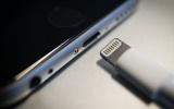 """EU yêu cầu """"Táo khuyết"""" phải thay đổi hệ thống sạc iPhone vào năm 2024"""