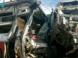 Container và xe khách tông trực diện, 4 người thương vong