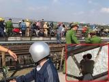 CSGT Hà Nội kịp thời giải cứu hai cha con định nhảy cầu Long Biên