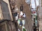 Hà Nội: Người đàn ông bị xe rùa rơi trúng đầu