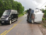 Quảng Ninh: Khởi tố lái xe container lật đè ô tô limousine làm 3 người chết