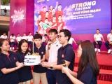 Strong Vietnam: Cầu thủ Duy Mạnh được fan tổ chức sinh nhật tại trường Marie Curie