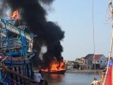 Nghệ An: Tàu cá bốc cháy dữ dội khi đang neo đậu tại cảng