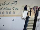 Quốc vương Arab mang 2 thang máy mạ vàng, 100 xe limousine đến Nhật