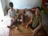 Cụ bà 85 tuổi nuôi 4 người con mắc bệnh xương thủy tinh bẩm sinh