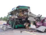 Bình Định: Ôtô khách và xe đầu kéo tông nhau, 5 người tử vong