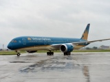 Hàng chục chuyến bay bị hủy do ảnh hưởng của bão số 12