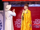 Dương Ngọc Thái hóa thân thành thầy tu diễn hài cùng Xuân Hinh